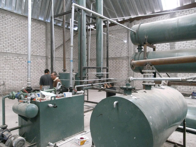 Tire to fuel oil recycling machine