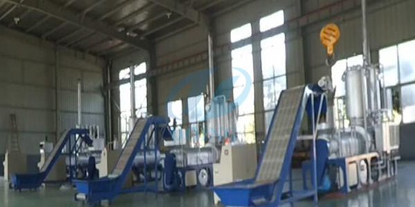 Continuous process pyrolysis of plastic to diesel fuel oil recycling plant