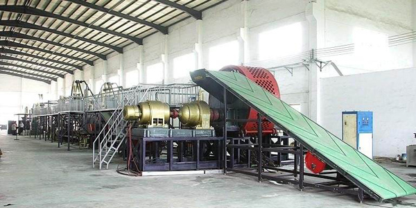 Rubber powder production line crushing rubber running video